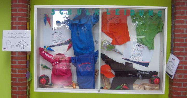 2014-09-Schaukasten-Schulbekleidung